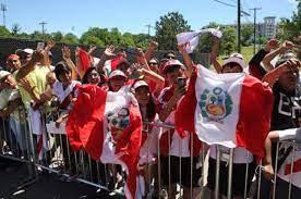 peruanos-exterior.jpg